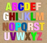 Lettres en bois peinte «Basic»